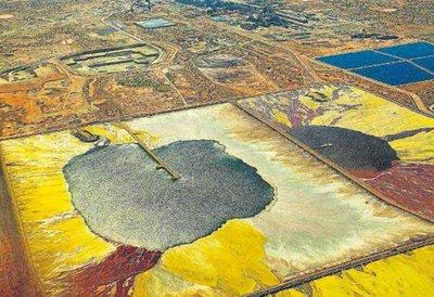 -El peligroso coqueteo africano con la energía nuclear- Depósitos de uranio tratados al aire libre en Níger por la empresa Areva, sin ningún tipo de seguridad ni protección medioambiental